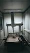Messmaschine im klimatisiertem Raum